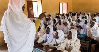 الجزيرة تقرر بداية العام الدراسي غداً وتوزيع (٢٢) ألف كمامة